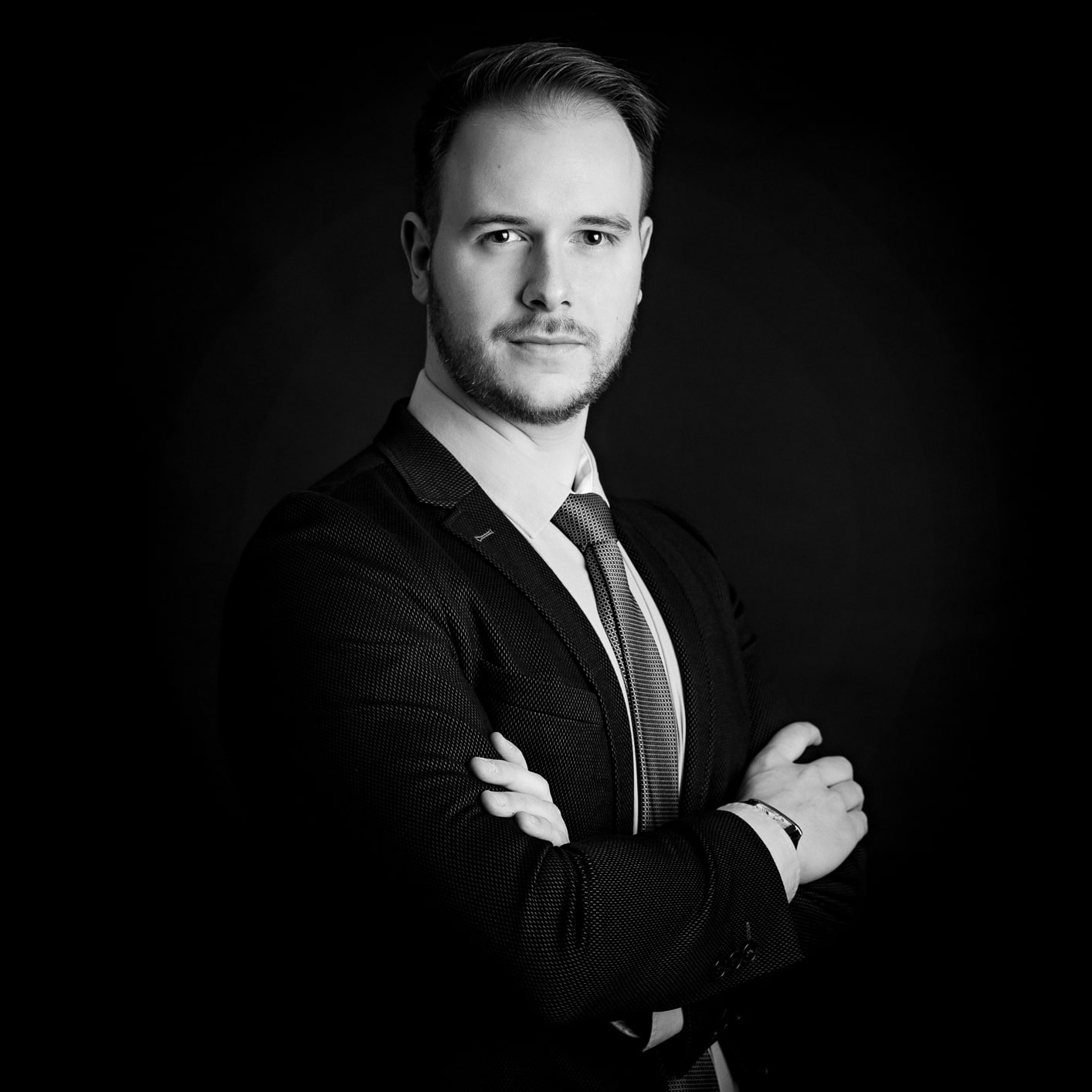 photo professionnelle corporate cv linkedin homme noir et balnc
