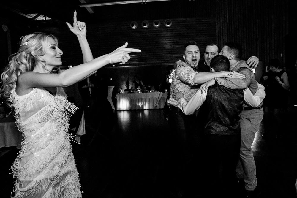 photographe mariage montriond domaine du baron couple geneve lausanne soiree danse mariee