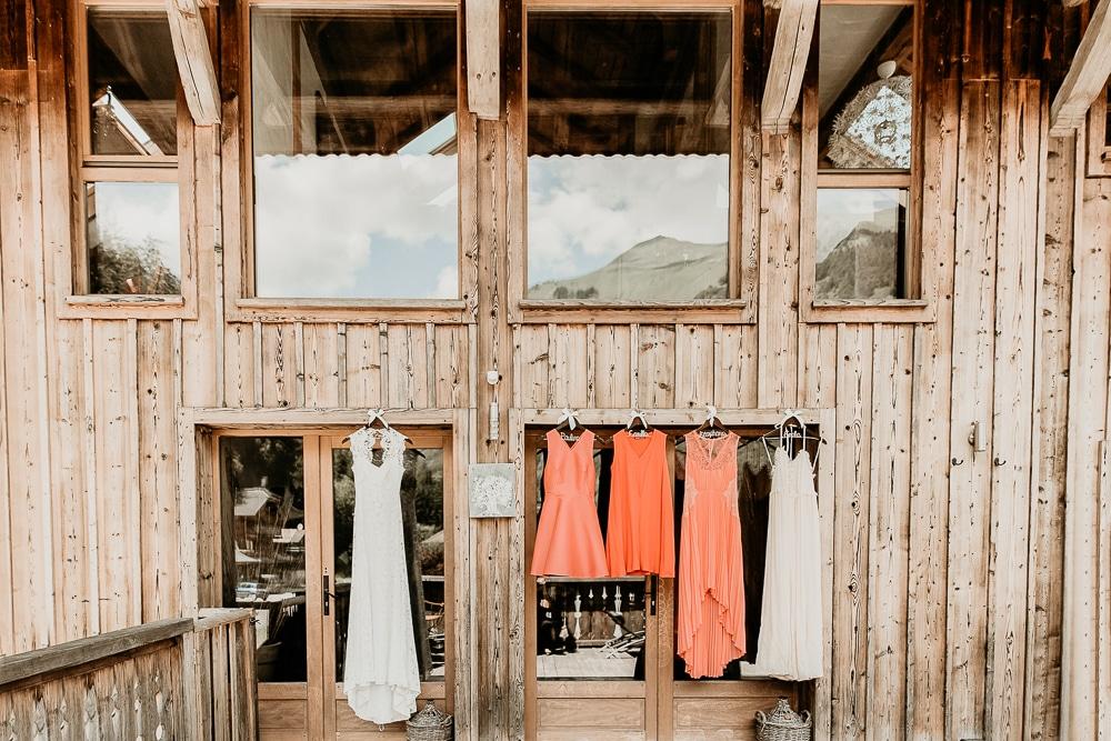 photographe mariage robe de mariee demoiselles d'honneur montriond domaine du baron
