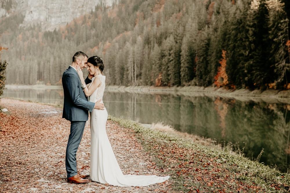 mariage photographe couple montriond domaine du baron automne mariee robe