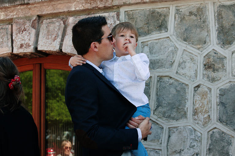 photo mariage à la mairie d'Evian ceremonie civile marié et son fils