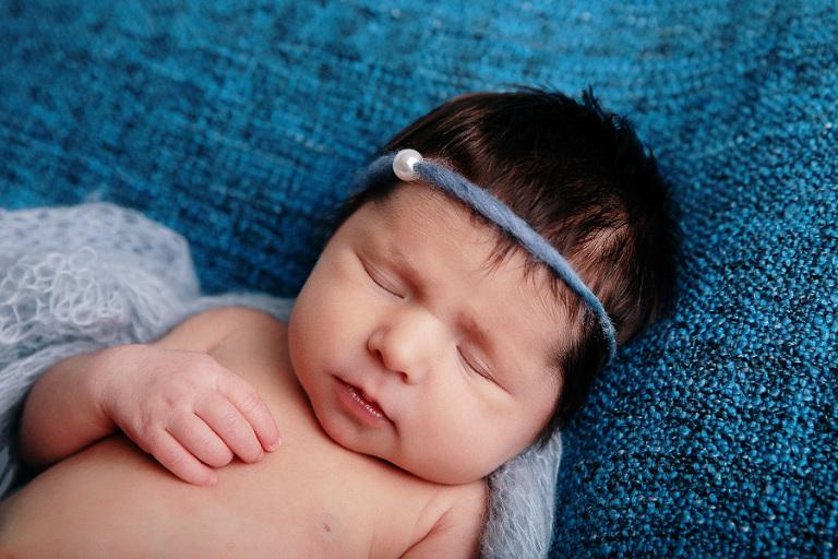 nouveau né séance photo photographe bébé endormi fille douvaine thonon evian annemasse geneve lausanne